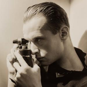 Henri Cartier-Bresson, à travers un parcours de plus de 60 œuvres enrichi de commentaires, de citations, de photographies d'archives...